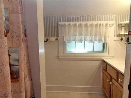 Dennisport Cape Cod vacation rental - Full bath.  Outdoor shower too.