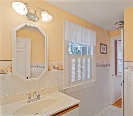 Dennis Port Cape Cod vacation rental - Full bath with shower