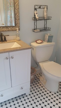 Chatham, Near downtown Cape Cod vacation rental - Full bathroom off master bedroom