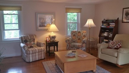 Chatham, Near downtown Cape Cod vacation rental - Spacious living room