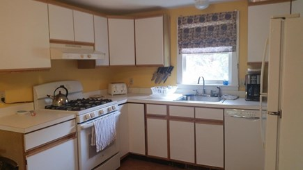Chatham, Near downtown Cape Cod vacation rental - Well stocked sunny kitchen