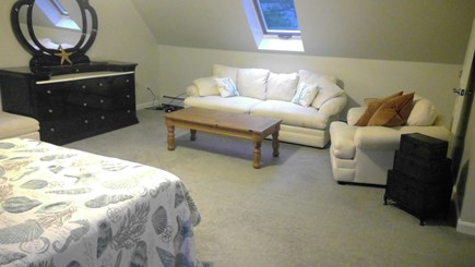 Falmouth, Teaticket Cape Cod vacation rental - Master suite with sitting area