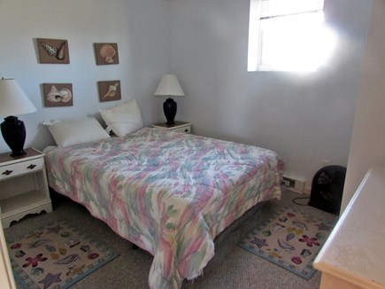 Sagamore Beach, Bourne Sagamore Beach vacation rental - Basement spacious full size bed with bureau and closet