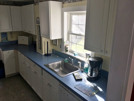 Sagamore Beach, Bourne Sagamore Beach vacation rental - Well equipped kitchen with full size appliances