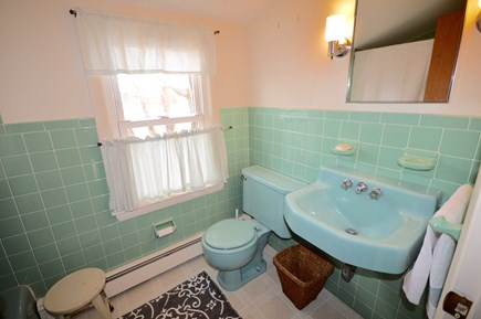 Orleans Cape Cod vacation rental - Upstairs full bath with tub/ shower combo