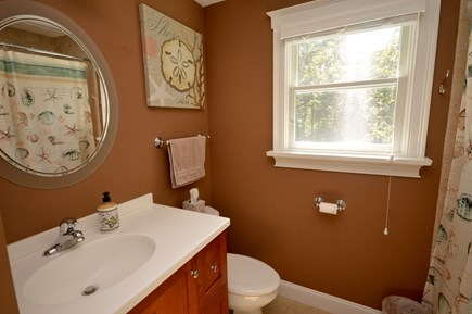 Orleans Cape Cod vacation rental - Upper level full bath with tub/ shower combo