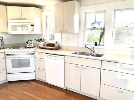 Onset MA vacation rental - Spacious kitchen with granite island