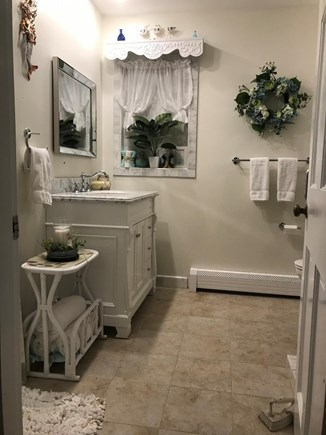 East Dennis Cape Cod vacation rental - Bathroom