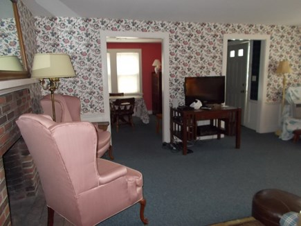 Centerville, Barnstable Centerville vacation rental - Living room with TV, cable and WiFi