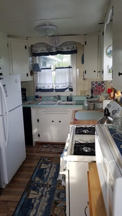Eastham,  Kingsbury Beach Cape Cod vacation rental - Adorable kitchen fully equipped.