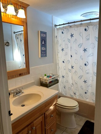 Mashpee, Popponesset Cape Cod vacation rental - Hall bath with tub