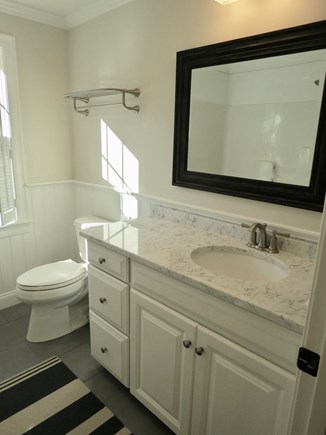Brewster Cape Cod vacation rental - The twin bedrooms share this bathroom