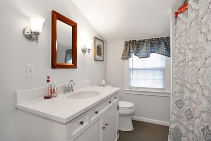 west harwich Cape Cod vacation rental - Second Floor Bathroom