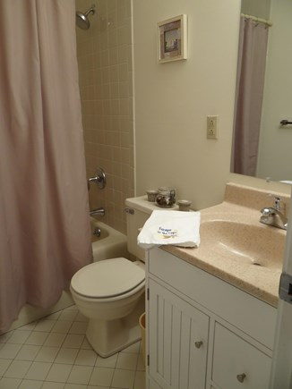 Brewster Cape Cod vacation rental - Full Bath across twin bedroom.