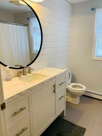 South Yarmouth Cape Cod vacation rental - Upper level full bath