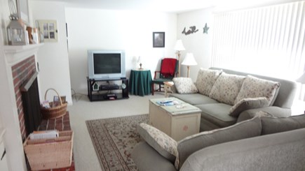 Orleans Cape Cod vacation rental - Living room (2)