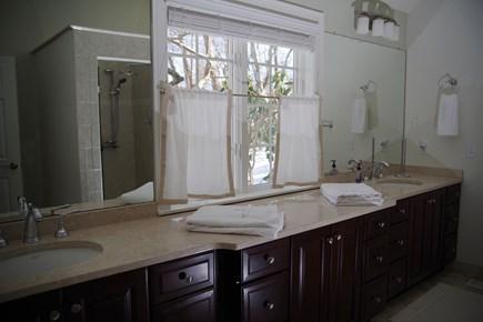 Marstons Mills, Barnstable Marstons Mills vacation rental - Master bathroom