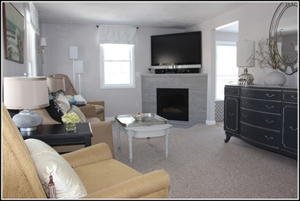 Plymouth MA vacation rental - Lots of natural light in this spacious family room