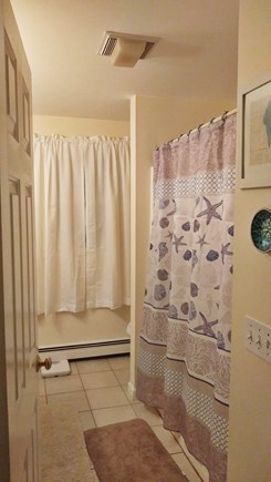 Centerville Centerville vacation rental - First Floor Bath