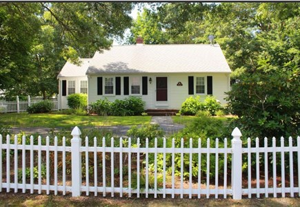 West Yarmouth Cape Cod vacation rental - Adorable Cape house on private dead end street