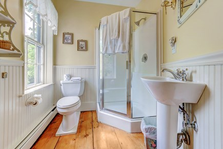Barnstable, Cotuit Cape Cod vacation rental - Full service bathroom