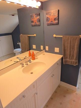 Brewster Cape Cod vacation rental - Half bath, main level