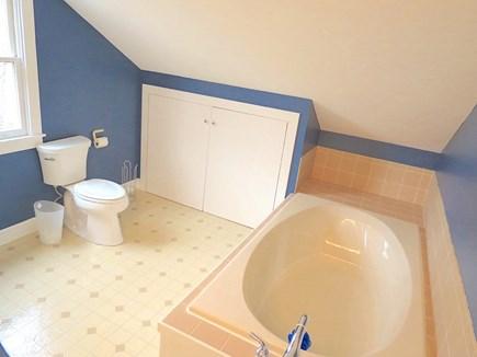 Brewster Cape Cod vacation rental - Upper level full bath.