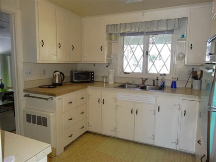 Centerville Centerville vacation rental - kitchen with full size stove top and oven