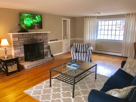 Centerville Centerville vacation rental - Spacious Living room with pond view - WIFI, Cable and DVD