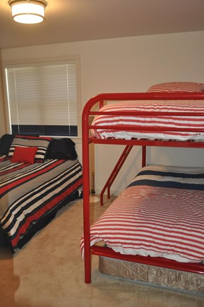 New Seabury, Mashpee New Seabury vacation rental - Upstairs bedroom with full size bed and bunk beds