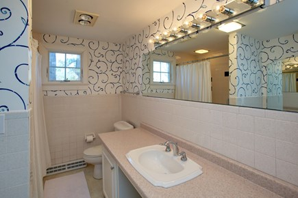 Mashpee Cape Cod vacation rental - Full bath between guest bedrooms
