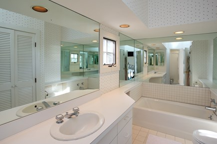 Mashpee Cape Cod vacation rental - Master bathroom