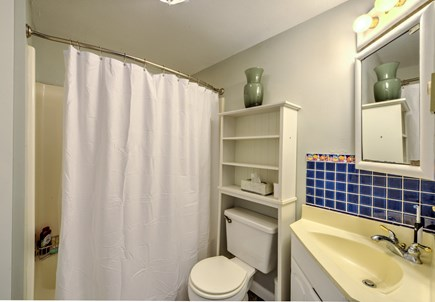 Sandwich, Sagamore Beach Cape Cod vacation rental - Full Bath with tub/shower
