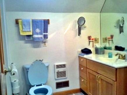 Yarmouth/Dennis Cape Cod vacation rental - Blue tub/shower bathroom