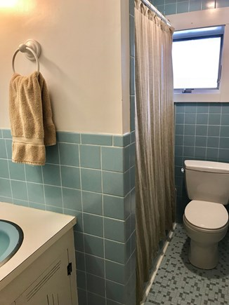 Wellfleet Cape Cod vacation rental - Bathroom #2: Full bath with tub/shower combo.