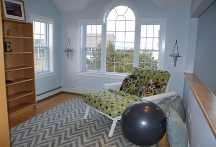 Sagamore Beach, Sandwich Sagamore Beach vacation rental - Loft with seating and futon.