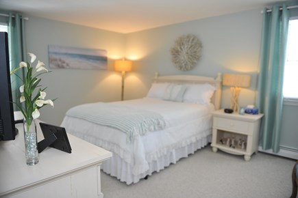 Mashpee, New Seabury/South Cape Beach Cape Cod vacation rental - First floor master bedroom with en suite full bath
