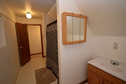 Wellfleet Cape Cod vacation rental - Upper level full bath with tub/ shower combo