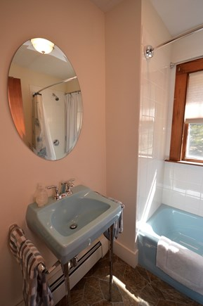 Brewster Cape Cod vacation rental - Full bath with tub/ shower combo