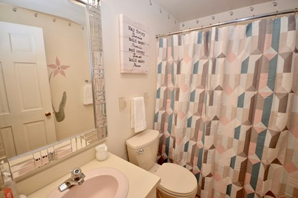 Brewster Cape Cod vacation rental - Main level full bath with tub/ shower combo