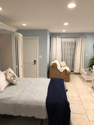 Plymouth MA vacation rental - 1st floor queen murphy