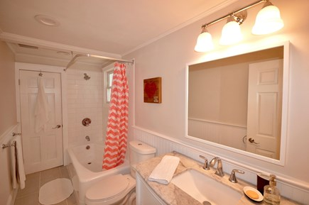 Barnstable, Centerville Cape Cod vacation rental - Main level full bath with tub/shower combo