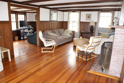 Sagamore Beach, Bourne Sagamore Beach vacation rental - Living Room opens to smaller Family Room.