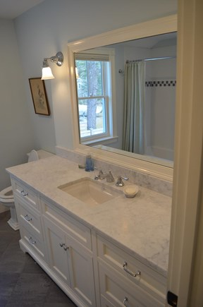 Cotuit Cotuit vacation rental - Shared bath on second floor