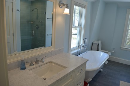 Cotuit Cotuit vacation rental - Master bath