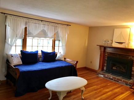 Yarmouth Port Cape Cod vacation rental - Trundle bed, 2 twin mattresses