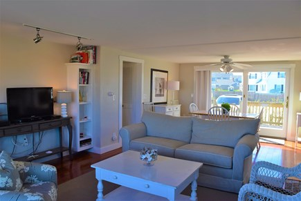 Hyannis, Kalmus beach Cape Cod vacation rental - Comfortable Living Room