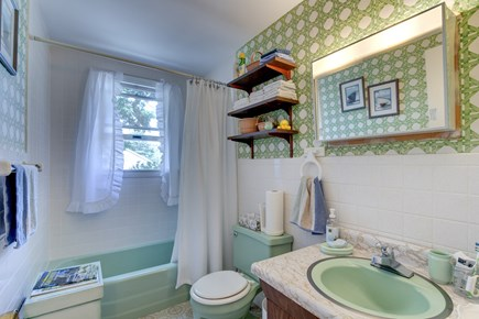 Mashpee, Popponesset Cape Cod vacation rental - Full bath on 2nd level