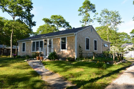 Mashpee, John's Pond Cape Cod vacation rental - Cape Cod cottage just steps from a private beach at John's Pond