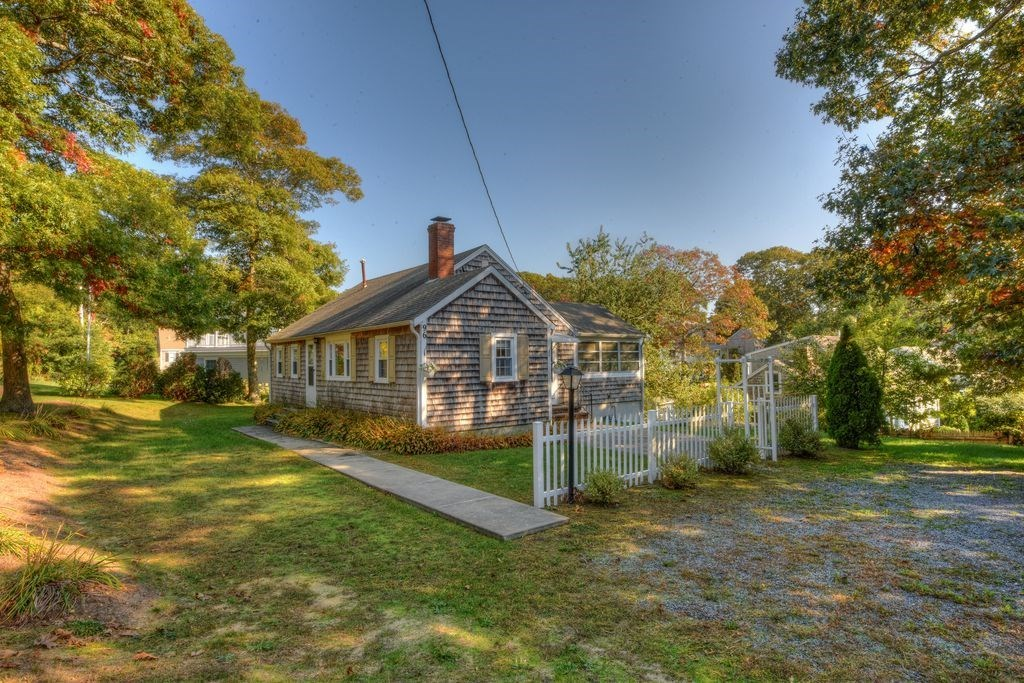 Hyannis Vacation Rental home in Cape Cod MA 02672, 1/3 of a mile to a small  beach on Halls Creek | ID 30867